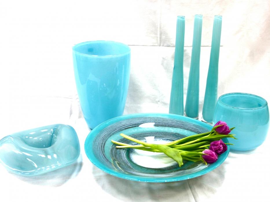 Stiklinės vazos ir lėkštės
